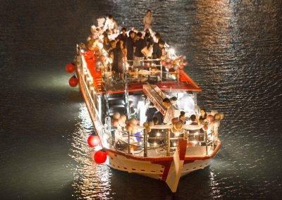 大阪屋形船・グランピングBBQ船メリーグリーン、2階建てのパーティースペース。。